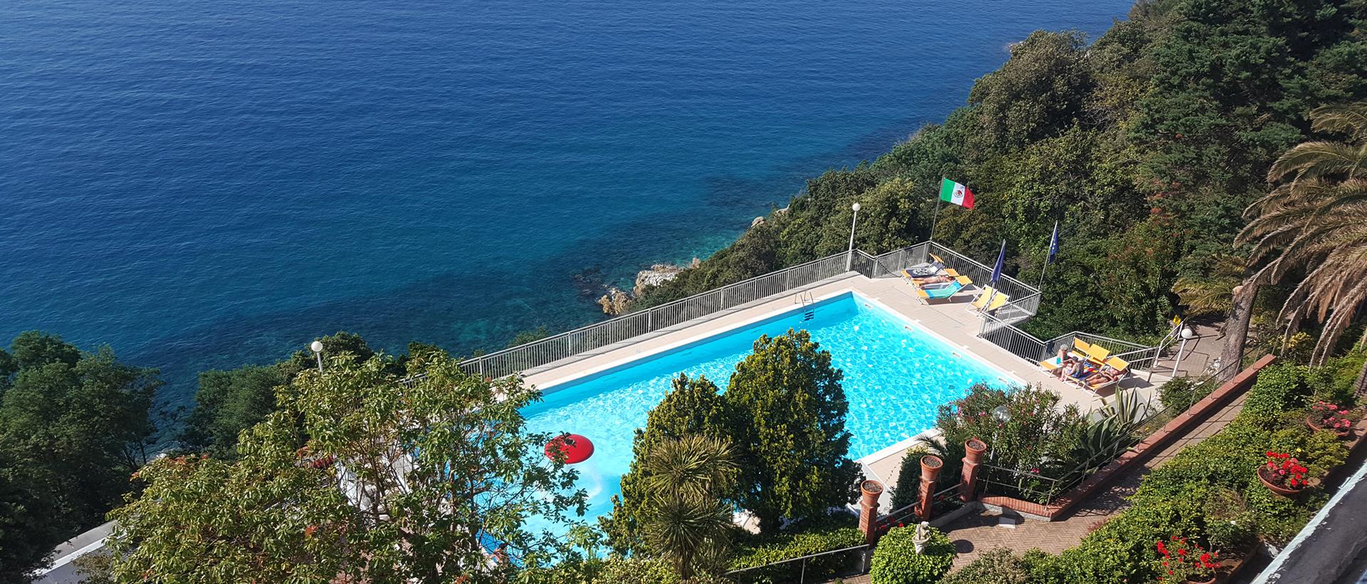 vista-terrazza-piscina