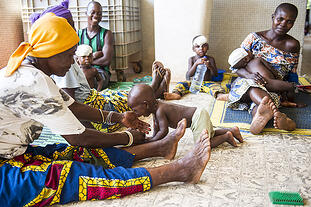 Ospedale di Tanguiéta: madri e bambini di Pediatria