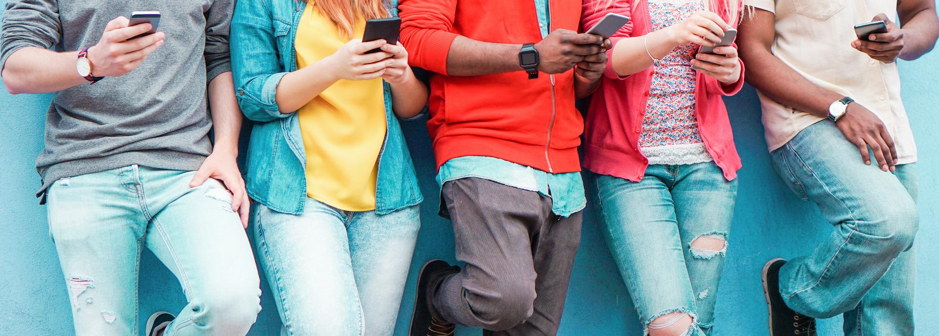 Giovani e uso dello smartphone: pericoli per la salute